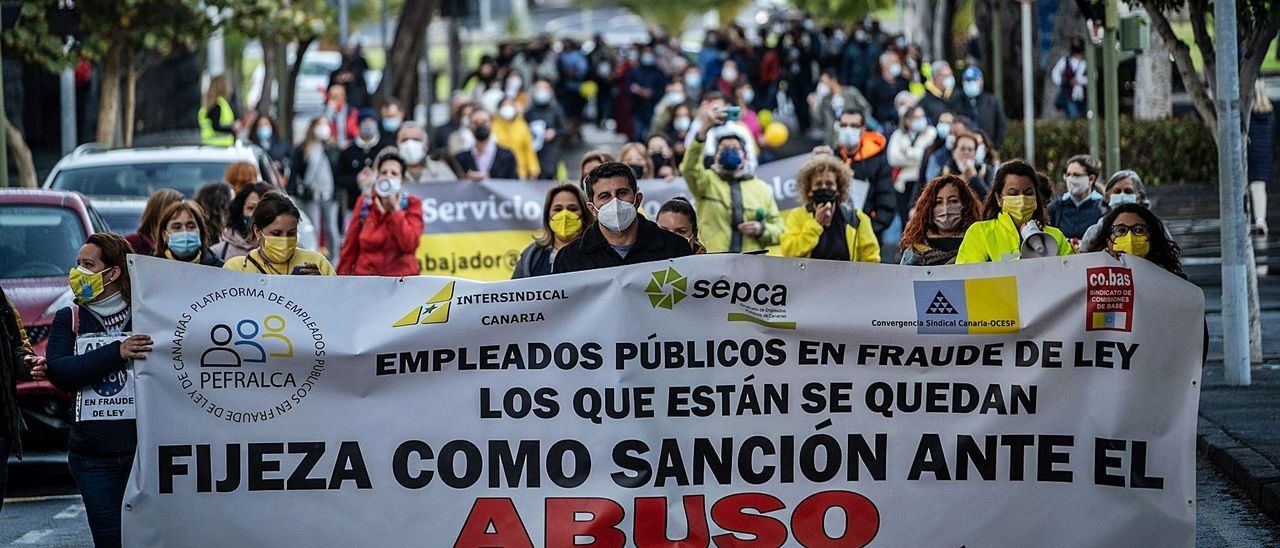 Manifestación de los interinos de la Administración autonómica en Santa Cruz de Tenerife. | | ANDRÉS GUTIÉRREZ