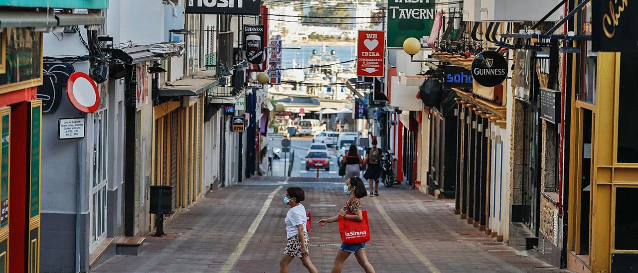 Turistas británicosel verano pasadoen Sant Antoni.