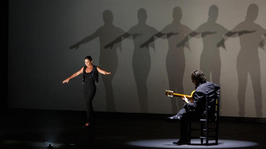 Sara Baras baila en el Cuyás con 'Sombras'