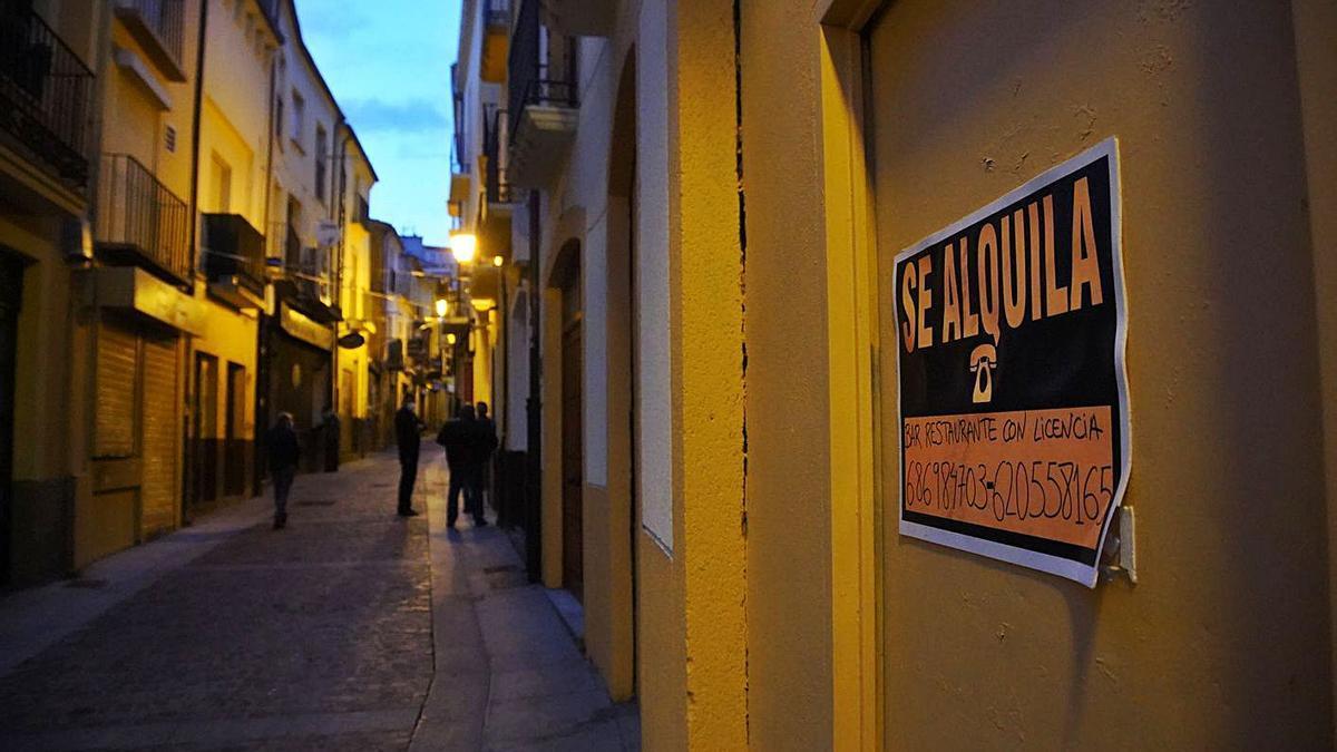 La calle de Los Herrenos en la tarde de ayer . | Jose Luis Fernández