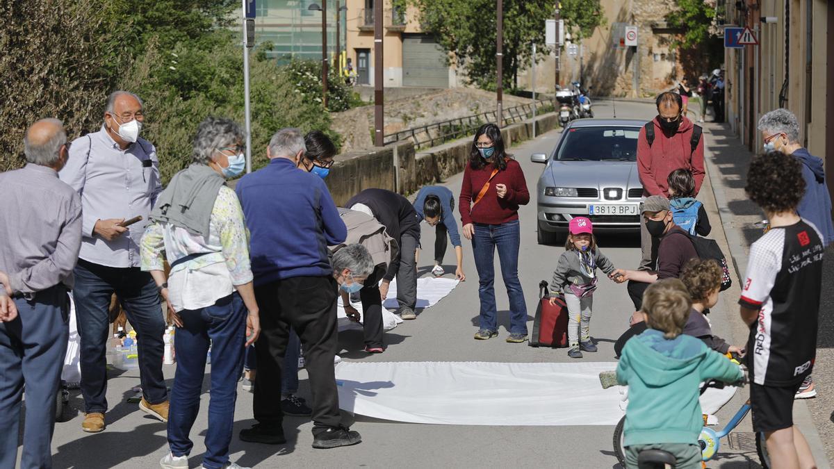 Protesta dels veïns del barri de Sant Daniel que reclamen un pla de mobilitat per viure «amb seguretat»