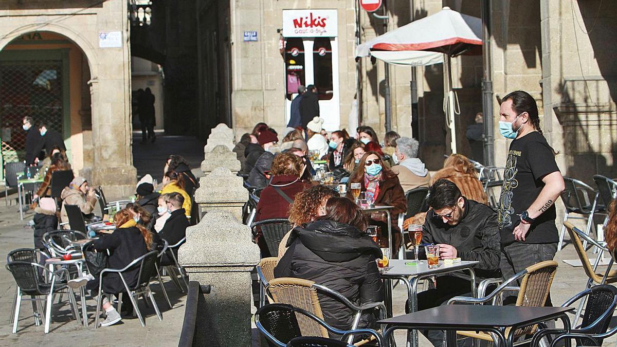 Veladores de los negocios de hosteleríad de la Plaza Mayor de Ourenes |   // IÑAKI OSORIO