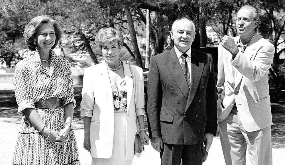 Mijail Gorbachov y Raisa, con los Reyes, en 1992 en Marivent.