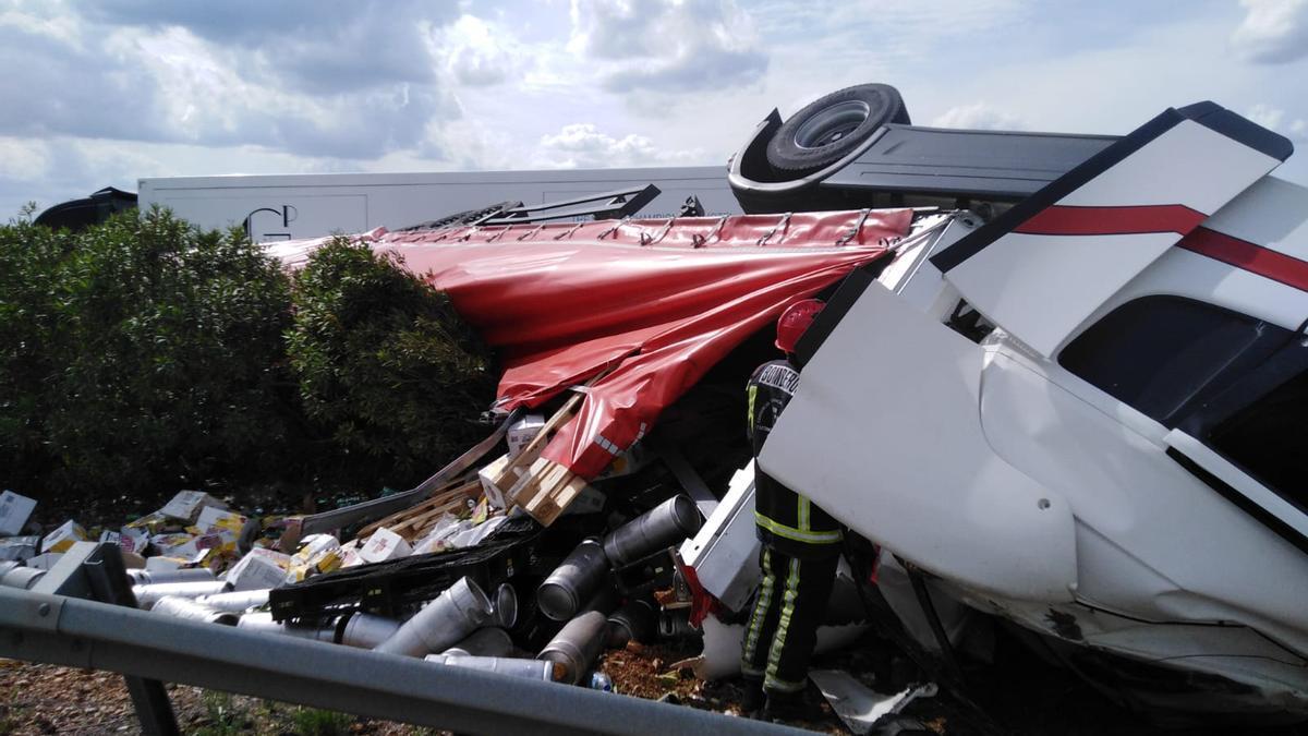Estado que presenta el camión accidentado en La Carlota.