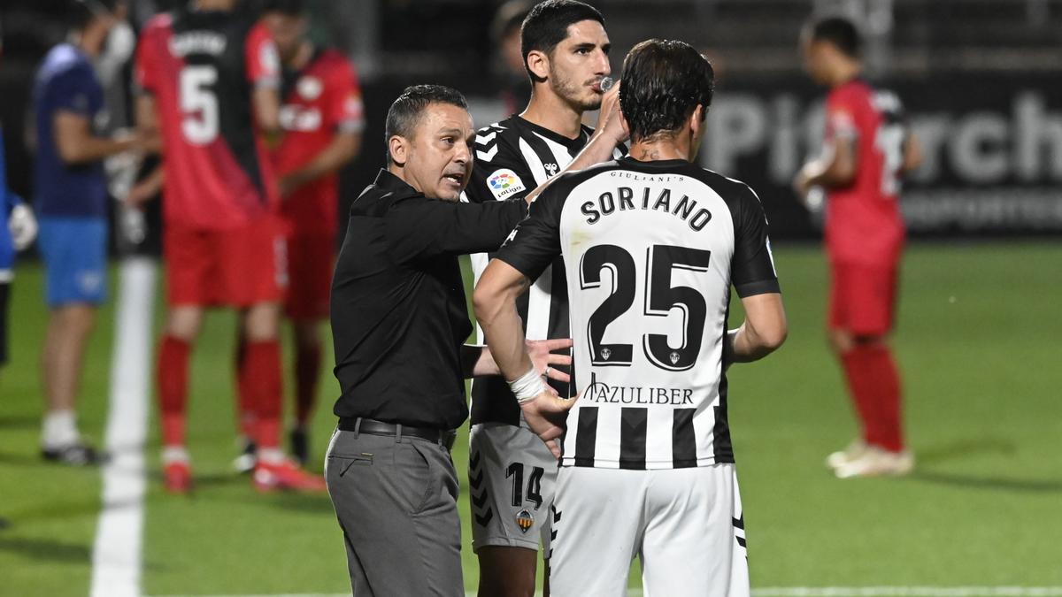 Sergi Escobar dialoga con Bodiger y Jonatan Soriano en Castalia.