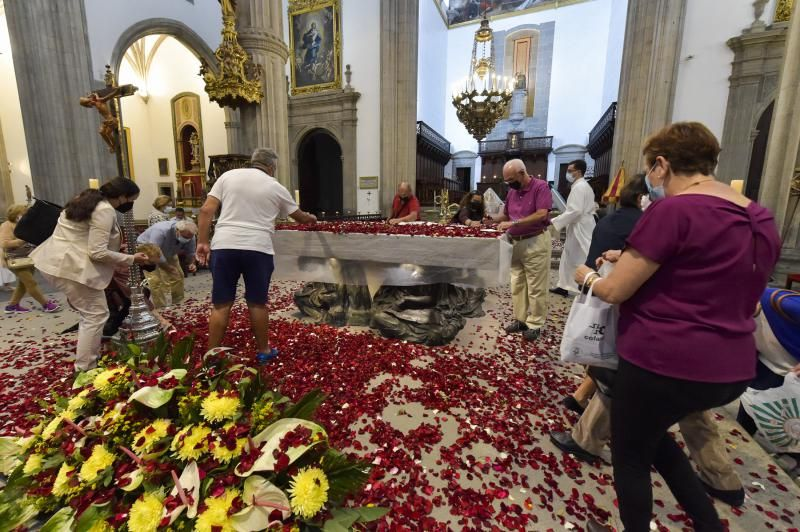 Fiesta de la Ascensión con la tradicional lluvia de pétalos