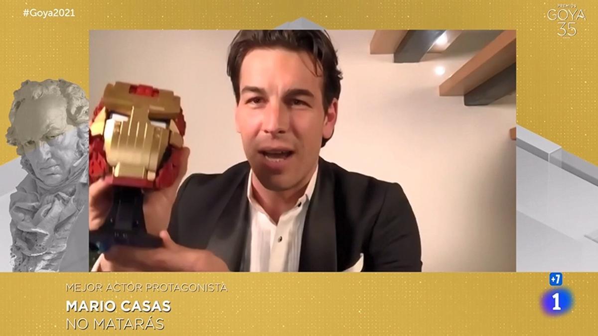 Mario Casas celebra su Premio Goya