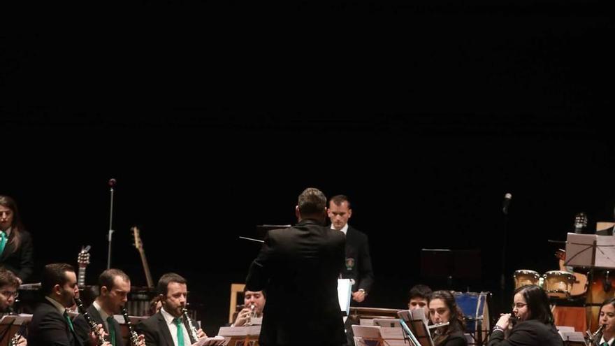 La Banda de Música, bajo la batuta de Cuesta, honra a las cofradías