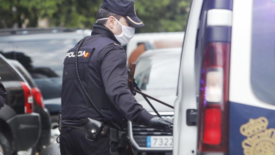 Detienen a un hombre en València por robar más de 2.000 euros a su madre de 74 años