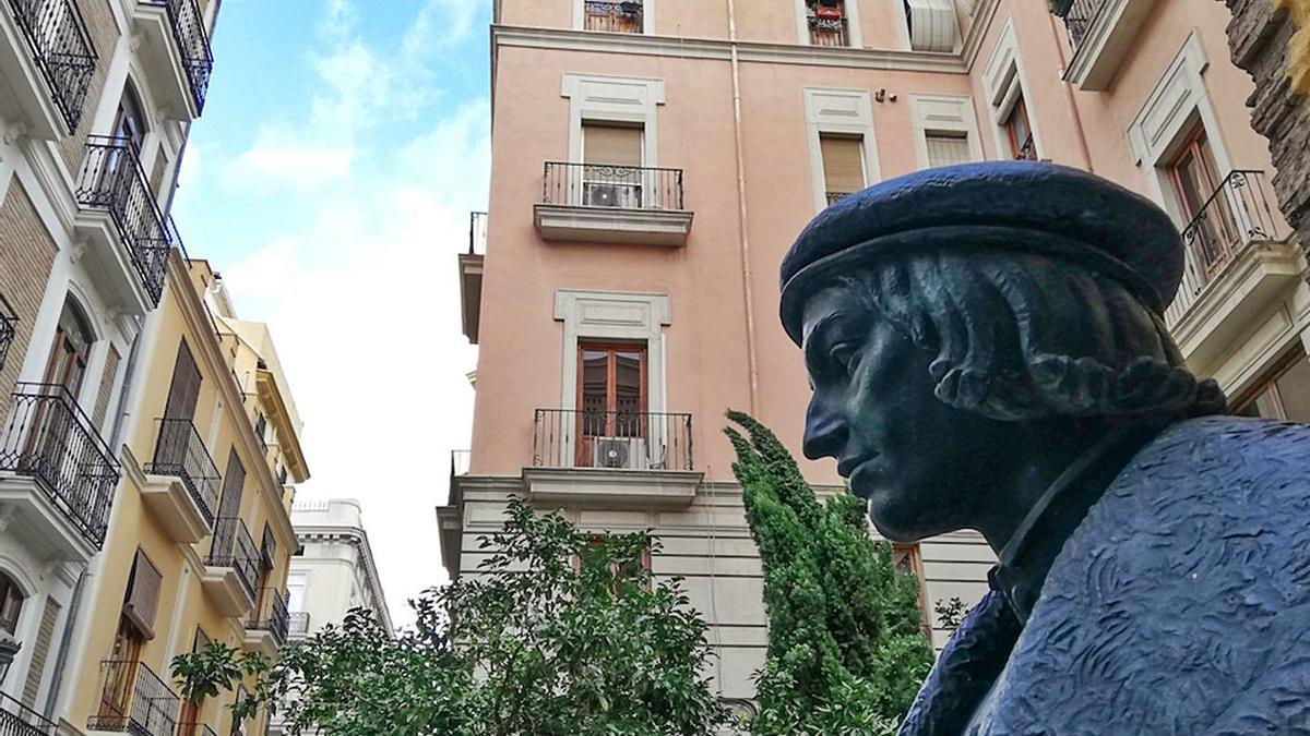 El bust de Vives a la plaça Margarida de Valldaura a València.