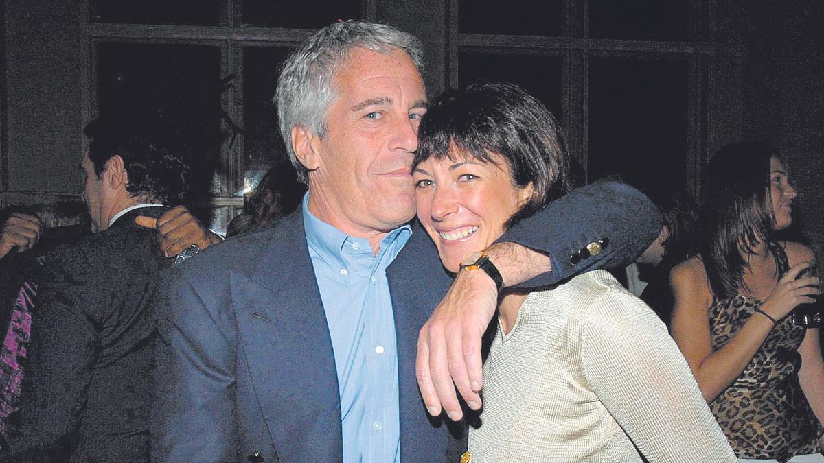 Jeffrey Epstein junto a Ghislaine Maxwell.
