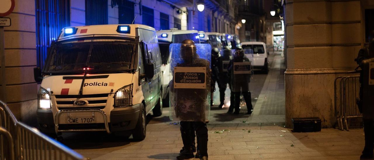 Barricada de los Mossos en Barcelona.