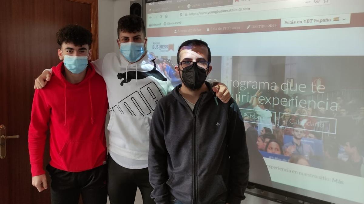 Álvaro Escobar, Francisco Cruz y Rafael García, alumnos del IES Gran Capitán, ganadores de la décima edición de Young Business Talents.
