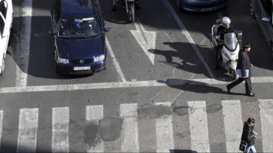 La atropella en un paso de peatones en San Juan de Alicante y se de a la fuga: busca testigos