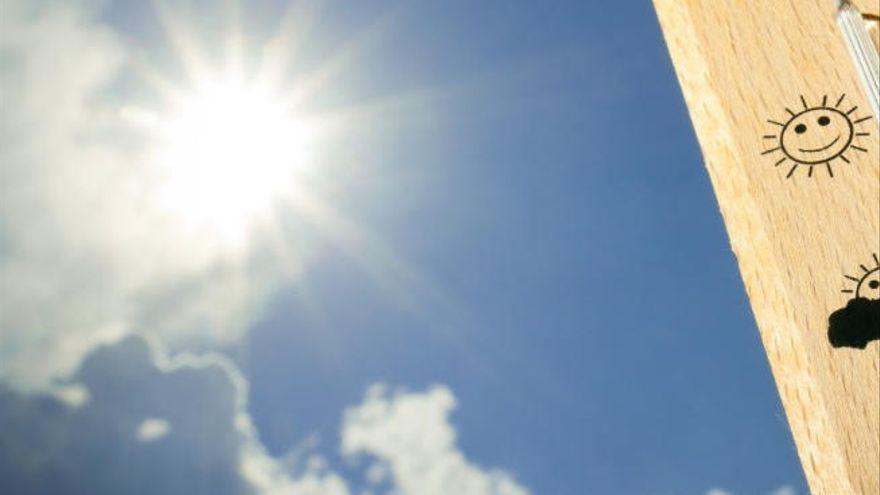 Día soleado con ligero descenso de temperaturas este martes en Canarias
