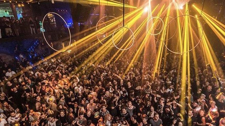 Así se preparan las discotecas y bares de Galicia y Sitges para su reapertura