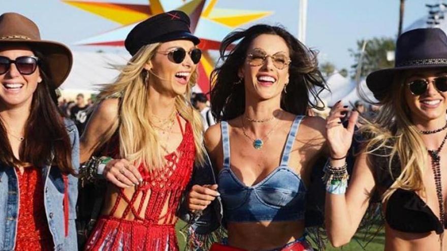 Ens inspirem en Coachella! Et revelem deu cosmètics per a festivals ... i a gaudir!