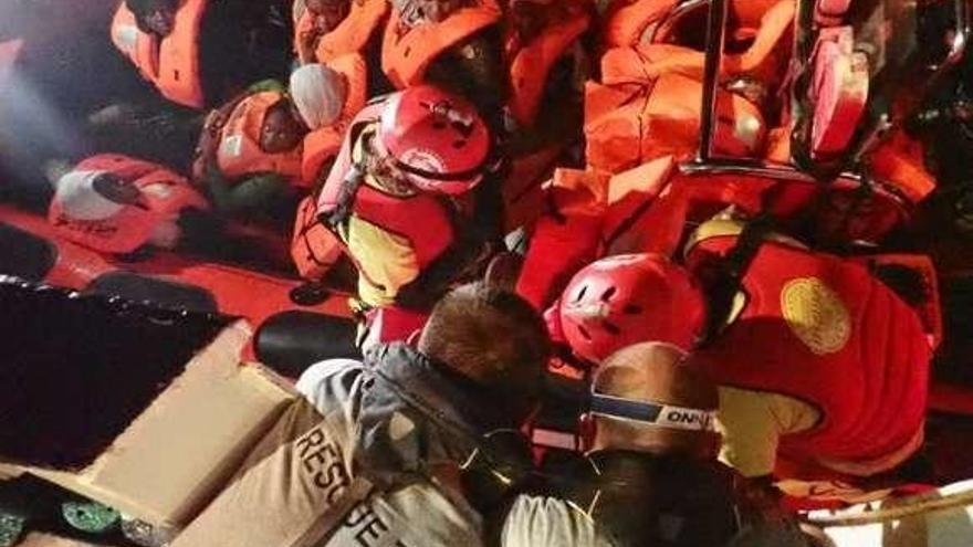 Dieciséis migrantes huidos en Tenerife tras un intento de fuga masiva del CIE de Hoya Fría