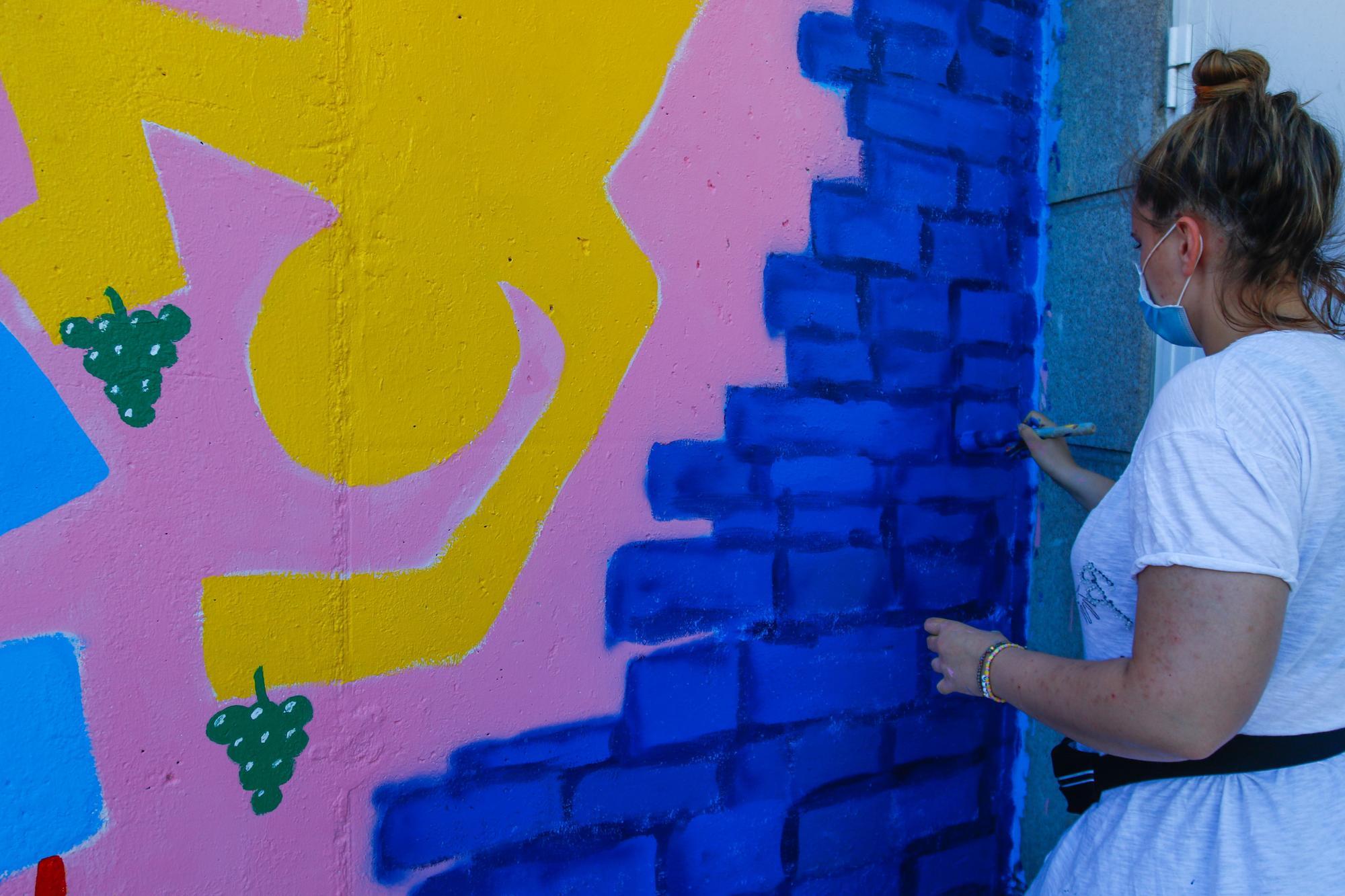 """Dos grandes murales urbanos ponen el broche al """"Rueiro de artistas"""""""
