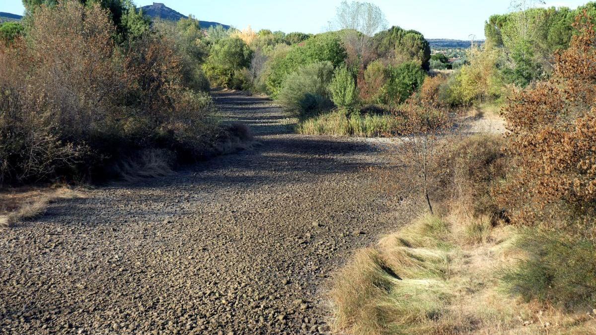 Vista del cauce seco del río Bullaque en Ciudad Real.