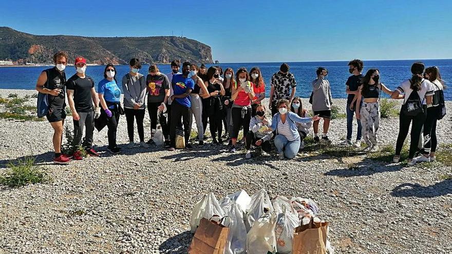 Los IES de Xàbia se unen al movimiento 'plogging'