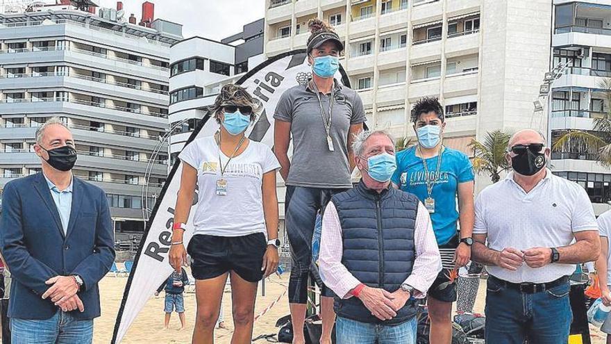Los kayak se asoman a Las Canteras en la Copa Canaria de Surfski