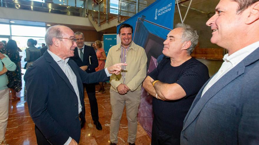 Ferrán Adrià presenta en Benidorm su nueva guía para el sector de la restauración