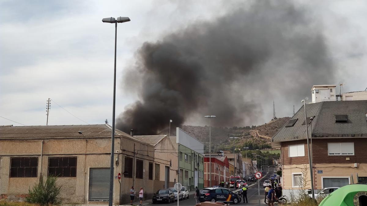 El fuego afecta a una fábrica dedicada al curtido de pieles