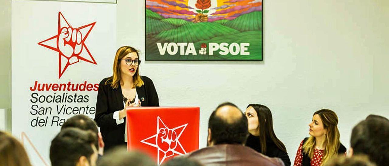 La exjefa de Prensa, Ana López, en un acto como presidenta de las Juventudes Socialistas.