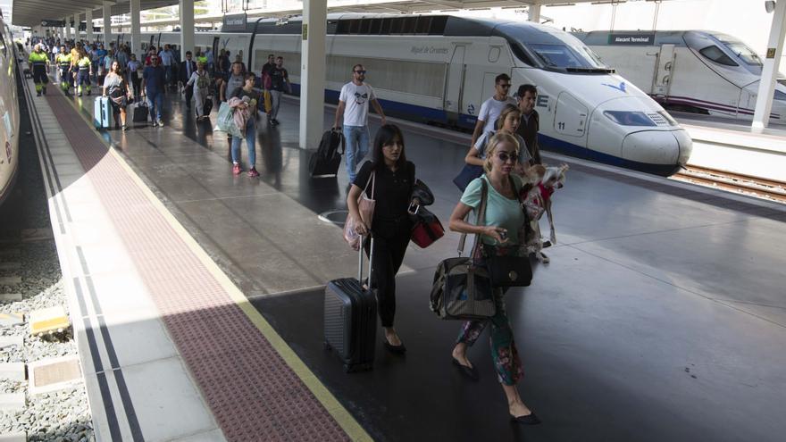 Renfe digitaliza la obtención de los abonos para los trenes de Media Distancia entre València, Alcoy y Alicante