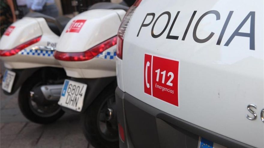 La Policía desaloja una aglomeración de 200 personas en la calle Fernando de Córdoba