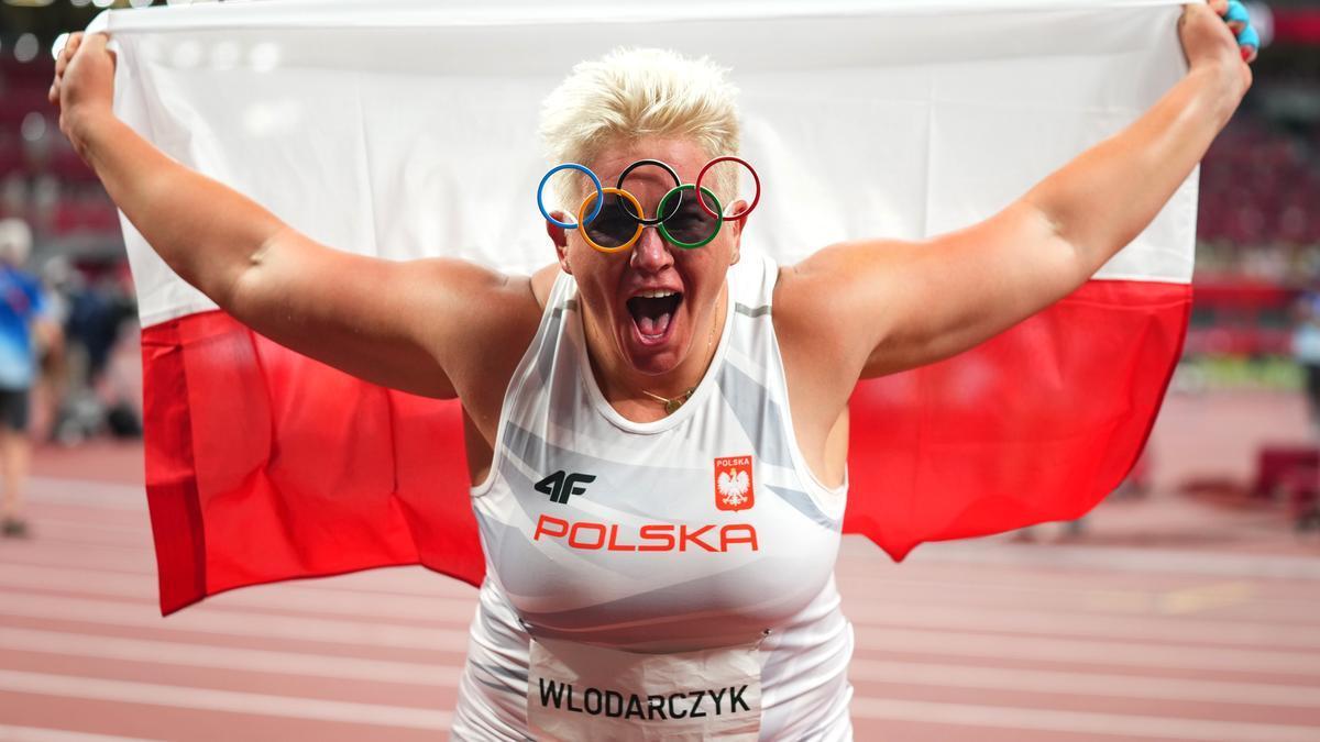 Wlodarczyk, primera mujer de la historia con tres oros en una sola prueba.