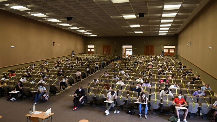 Opositores y profesores copan los exámenes de certificación de valenciano