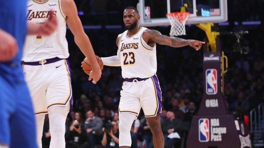 Los Lakers frenan a Doncic