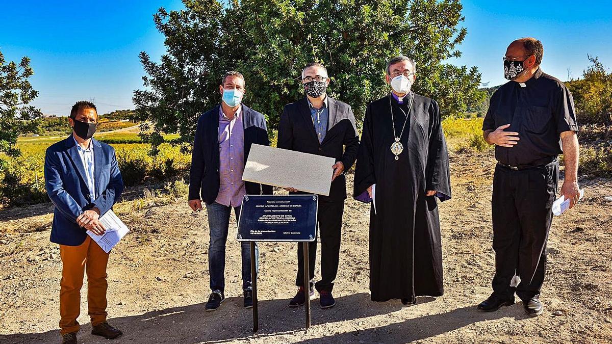 La representación municipal, junto al arzobispo armenio Khajag Barsamian.