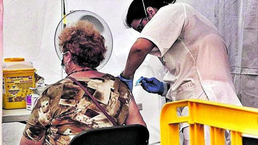 Arranca la campaña de la gripe con la  tercera dosis para mayores de 70 años