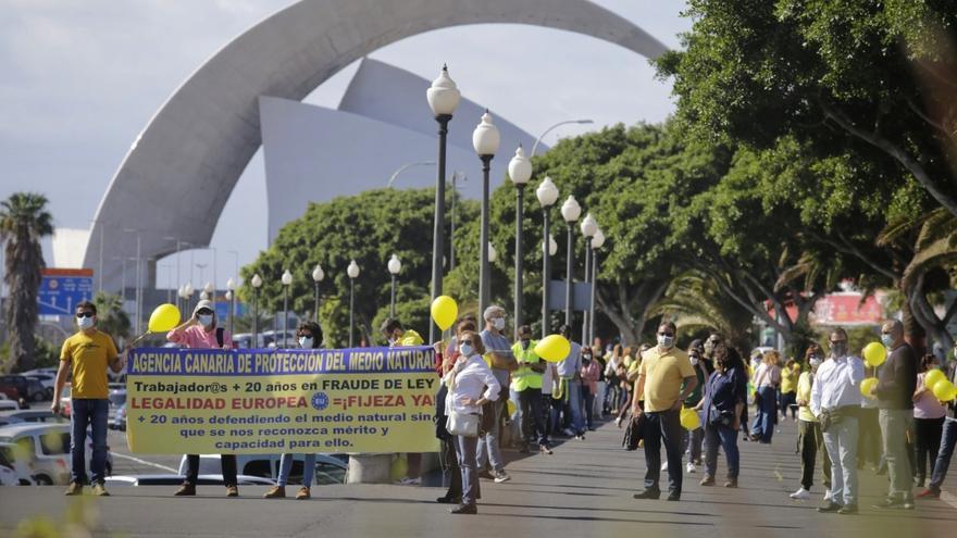Los interinos extienden sus protestas