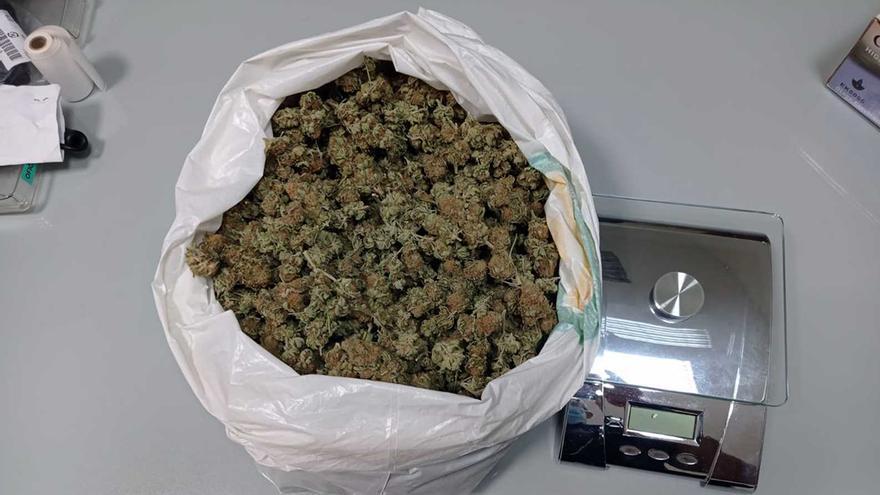 La Policía de Caravaca detiene en la vía pública a dos personas con más de 500 gramos de marihuana