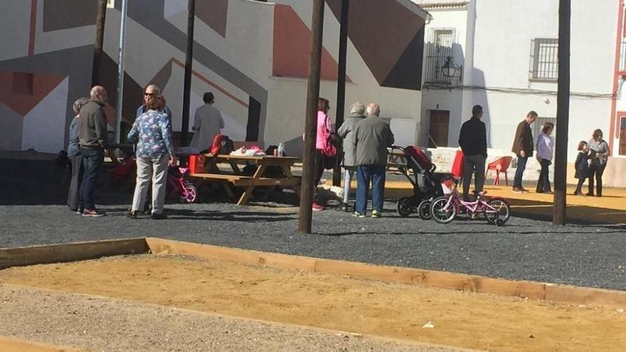 Los vecinos disfrutan de la apertura del solar del Cine Andalucía