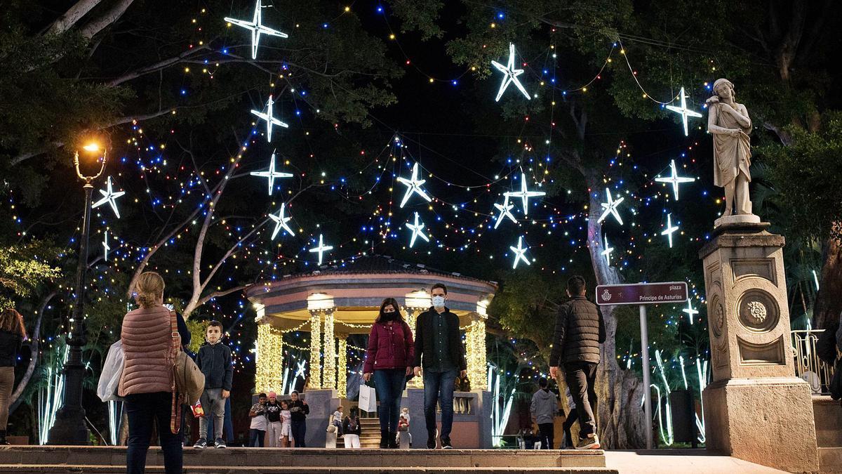 Tres millones de bombillas  iluminan la Navidad chicharrera
