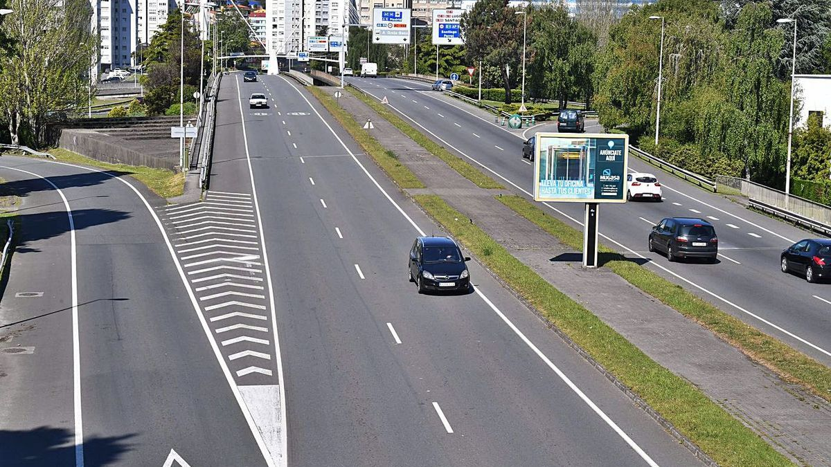 Tramo de la avenida de San Cristóbal donde será construido el itinerario peatonal.     // VÍCTOR ECHAVE