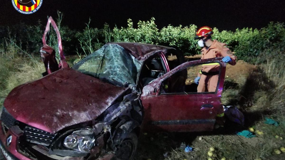 Un cotxe accidentat en l'A-7, a l'altura de Benifaió.