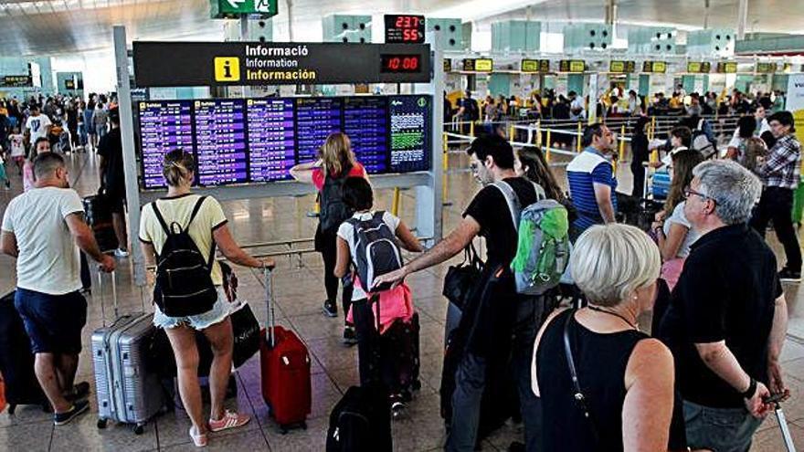 Normalitat a l'aeroport  del Prat durant la segona jornada de vaga d'Iberia