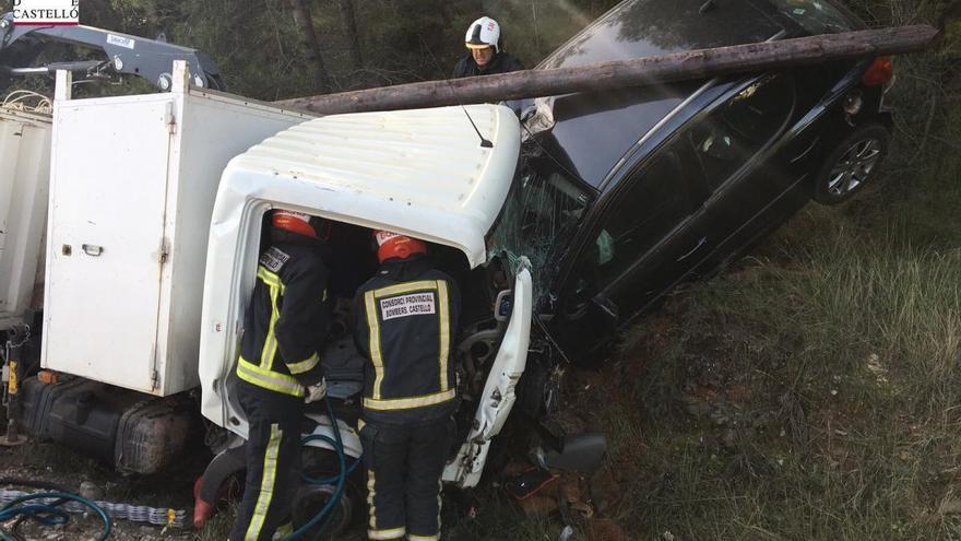 Accidente de tráfico con personas atrapadas en la Pobla Tornesa