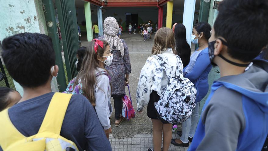 Bajan más de un 30% los casos de covid en los colegios e institutos