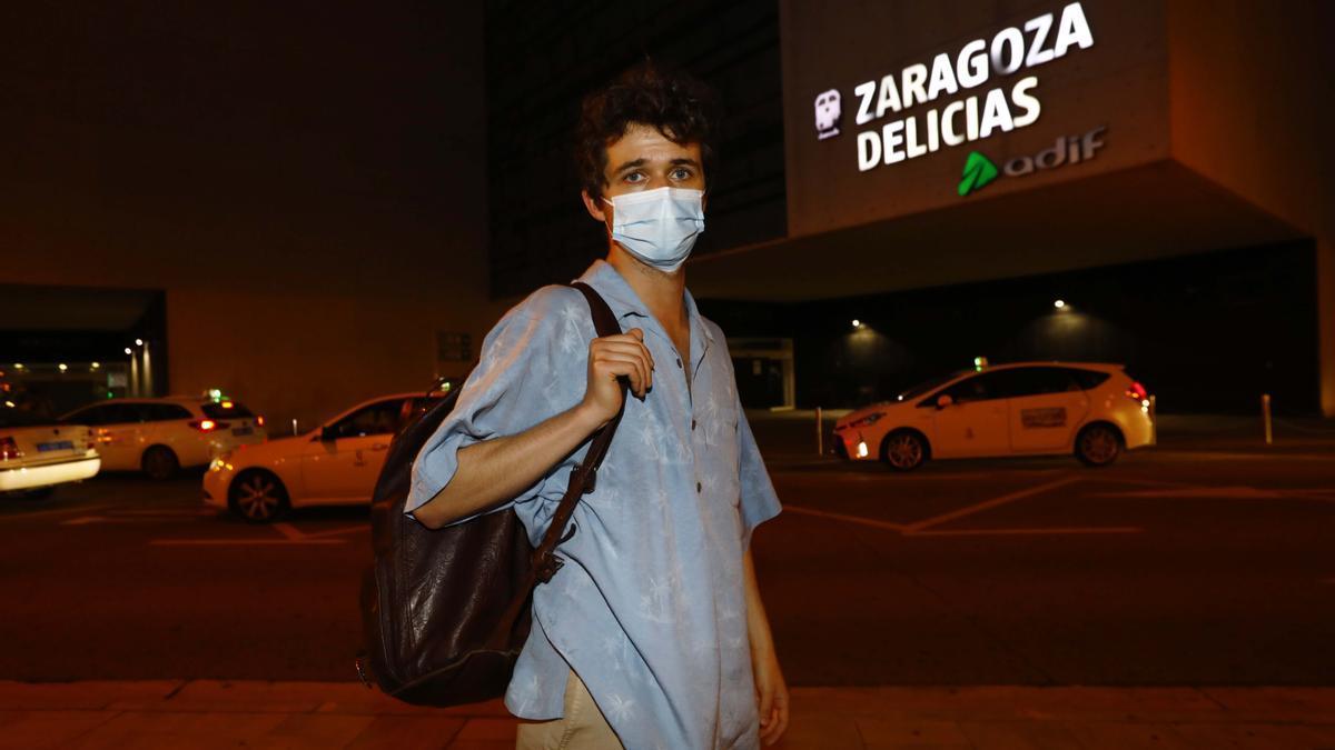 Manuel De la Cueva, a su llegada a la Estación Delicias de Zaragoza.