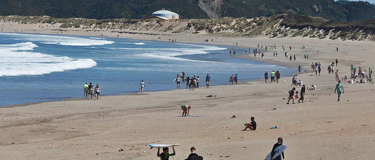 Ambiente, ayer, a media tarde, en la playa de Salinas.