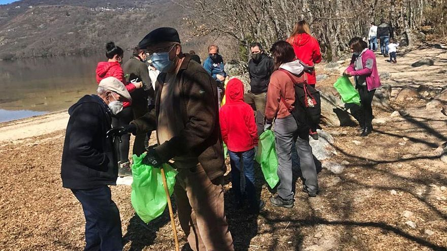 """Lago de Sanabria: manos a la obra contra la """"basuraleza"""""""