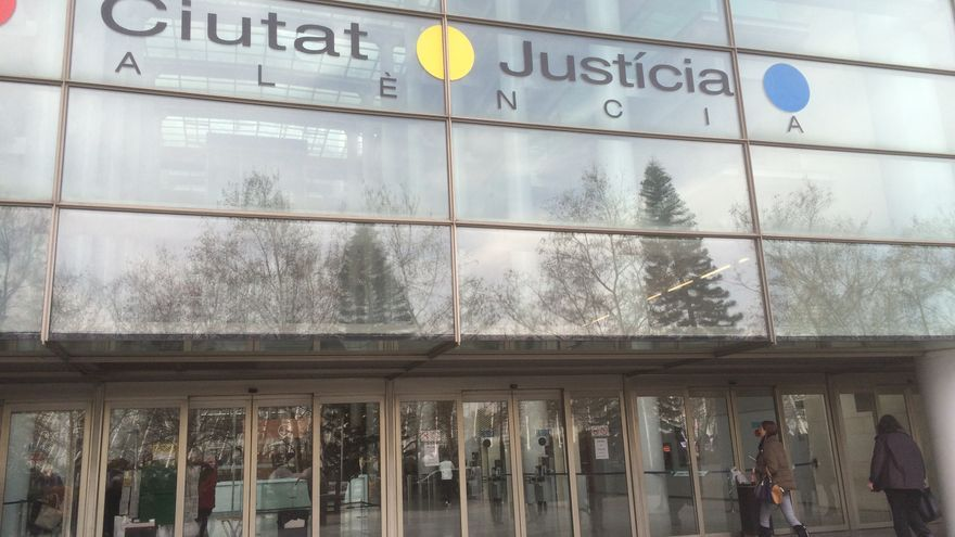 Condenado a 14 años por golpear con un martillo a su pareja y clavarle un destornillador en el Perellonet