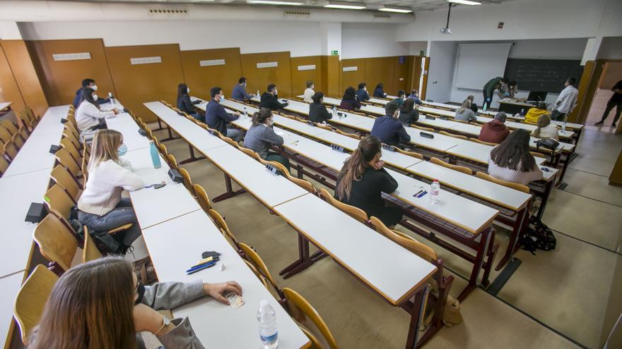 Control de los aforos para los exámenes en las universidades